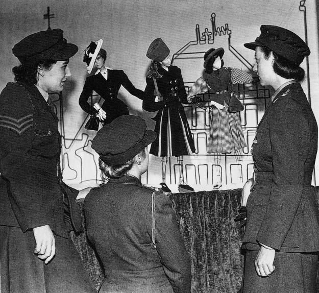 fig.1 -  Il théâtre de la mode nella sua tappa londinese nel 1946