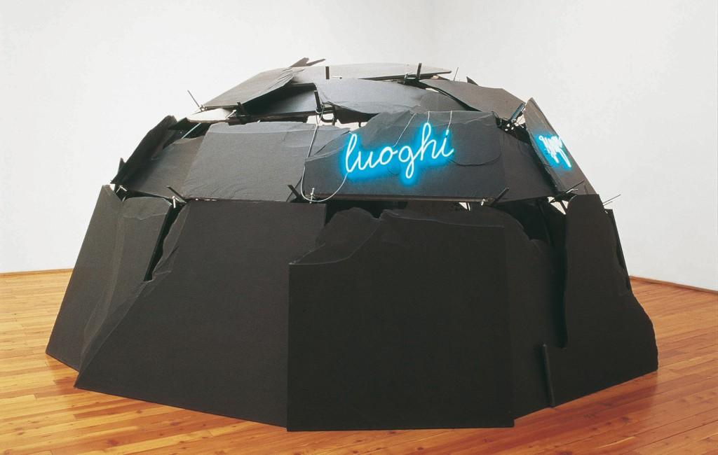Mario Merz  (Senza titolo) Luoghi senza strada, 1994 Struttura metallica, pietra, neon 200 x Ø 400 cm circa BSI Art Collection, Svizzera © Mario Merz, by SIAE 2015