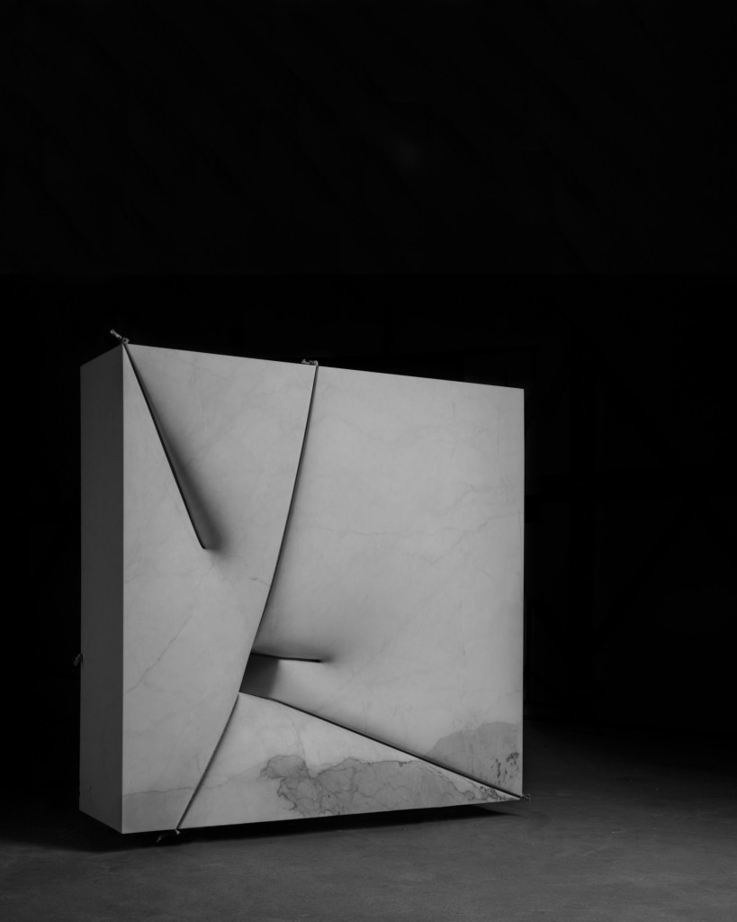 Mikayel Ohanjanyan, Tasnerku, 2015 Blocchi di basalto e dischi di acciaio Corten Dimensioni vari
