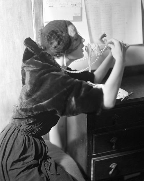 Wenda eating spaghetti, Vogue 1949