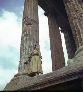Pasquale De Antonis Tempio della Fortuna Virile Ala Marinetti vestito Simonetta Visconti 1949