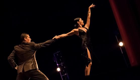 Adrian Aragoncon il suo ultimo spettacolo Mitico Tango.