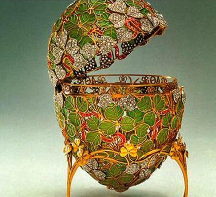 L'Uovo: materiale e simbolo nelle arti visive. Al di là della Pasqua
