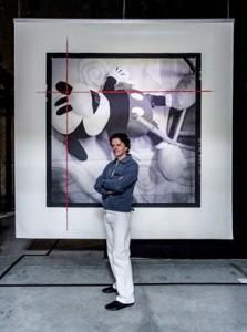 Fotoritratto dell'artista davanti a una sua opera al MACRO - ph. Srdja Mirkovic, 2016