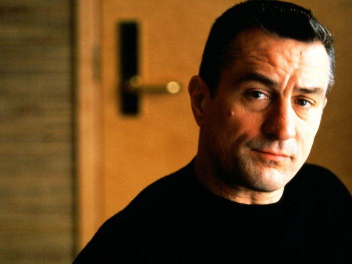 Robert De Niro compie 77 anni. 10 curiosità sulla sua incredibile carriera