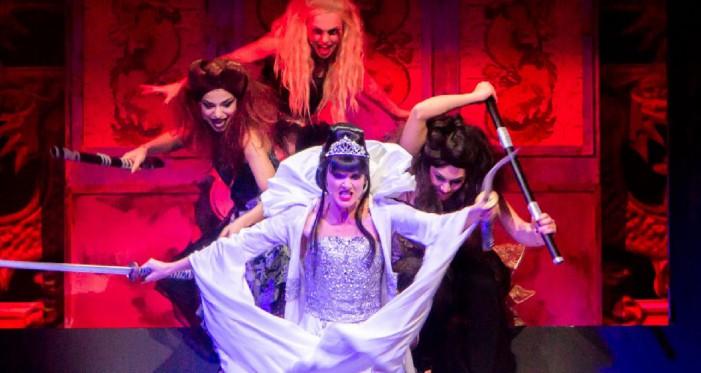 Lorella Cuccarini nei panni di Turandot in scena al Brancaccio