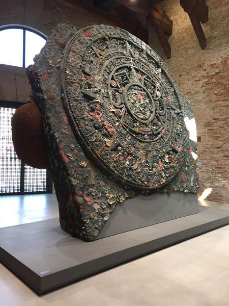 01 Calendar Stone, Bronzo, Punta della Dogana