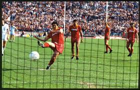 Il rigore del compianto Di Bartolomei in Roma-Dundee che consente ai giallorossi il passaggio del turno