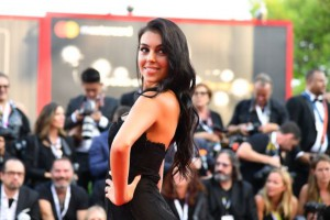 Georgina Rodriguez sul Red Carpet di Venezia 75