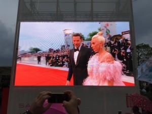 Lady Gaga sul Red Carpet con Bradley Cooper