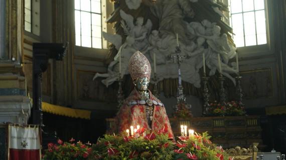 San Gennaro: la festa tra sacro, profano ed il tesoro più prezioso