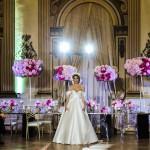 Una sfilata che, tra scenografie floreali, ci immerge in una wedding experience totale