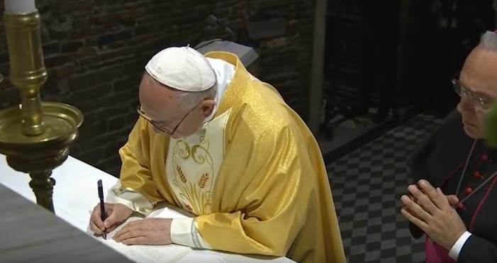 Papa Francesco nella Santa Casa di Loreto per la Festa dell'Annunciazione