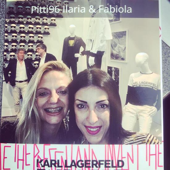 Selfie allo stand di Karl Lagerfeld