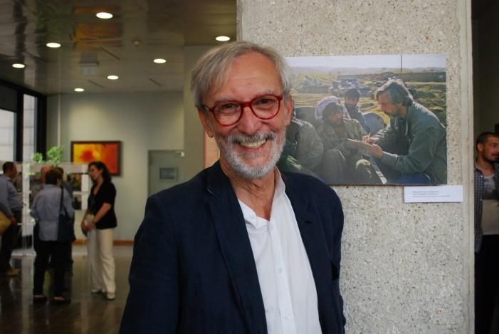 Taccuino per immagini, Roberto Di Caro racconta i tumulti del mondo