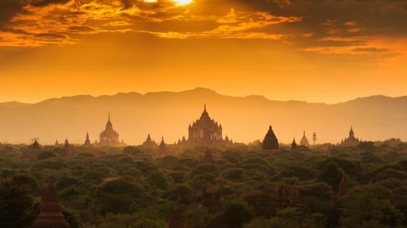 E' uno StranoMondo, In viaggio tra Thailandia, Cambogia, il Tenax e il Circo Nero