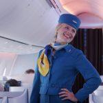 KLM: sfilata ad alta quota omaggia le storiche divise delle hostess!