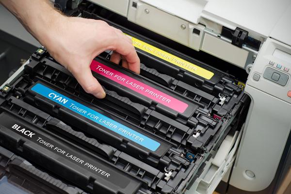 Toner: cosa sono e qual è la differenza con le cartucce per stampanti