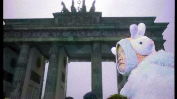 30 anni fa cadeva il Muro di Berlino. Le foto inedite di Massimo Golfieri