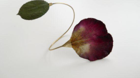 Il gioiello e la rosa: intervista per ripercorrere la simbologia di questo fiore nella storia del gioiello