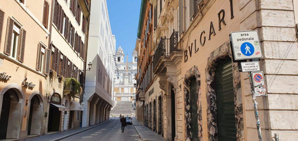 foto Mywhere Piazza di Spagna e Via Condotti deserte