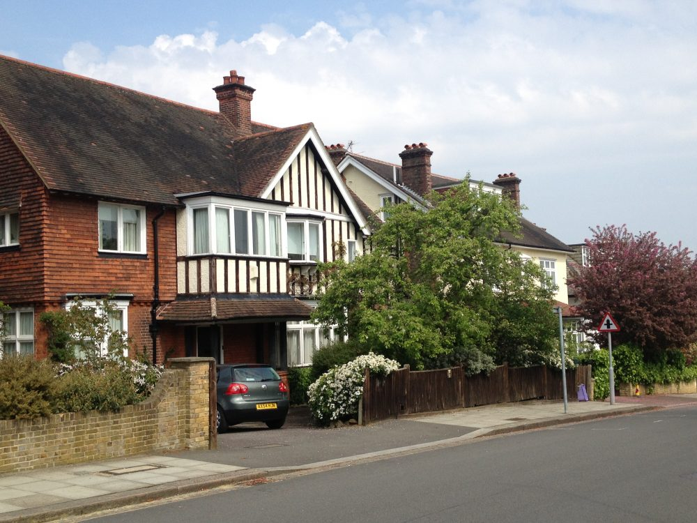 cottage nel Surrey. foto mywhere