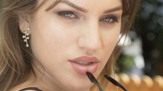 Esfoliante viso: come rendere la pelle liscia e luminosa