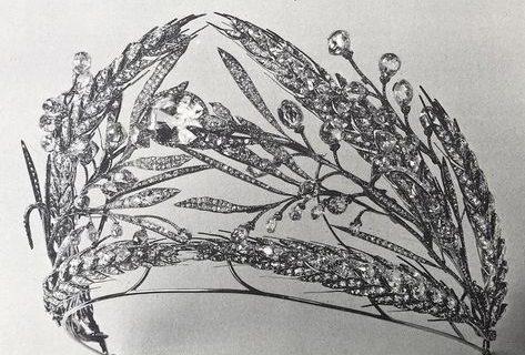 La spiga di grano e l'iconico diadema della principessa Mafalda di Savoia