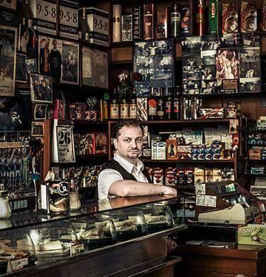 Diego Galdino nel suo bar
