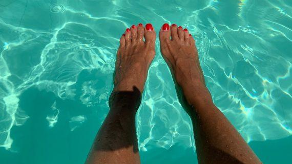 I colori di Capri e Marocco su mani e piedi perfetti
