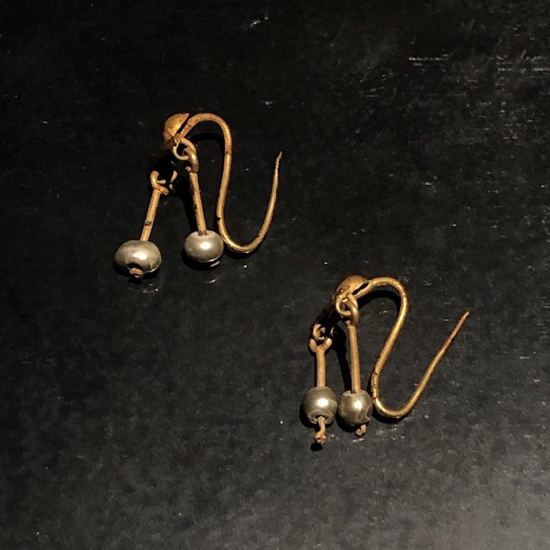 Crotalia: orecchini sonori in oro e perle venustas