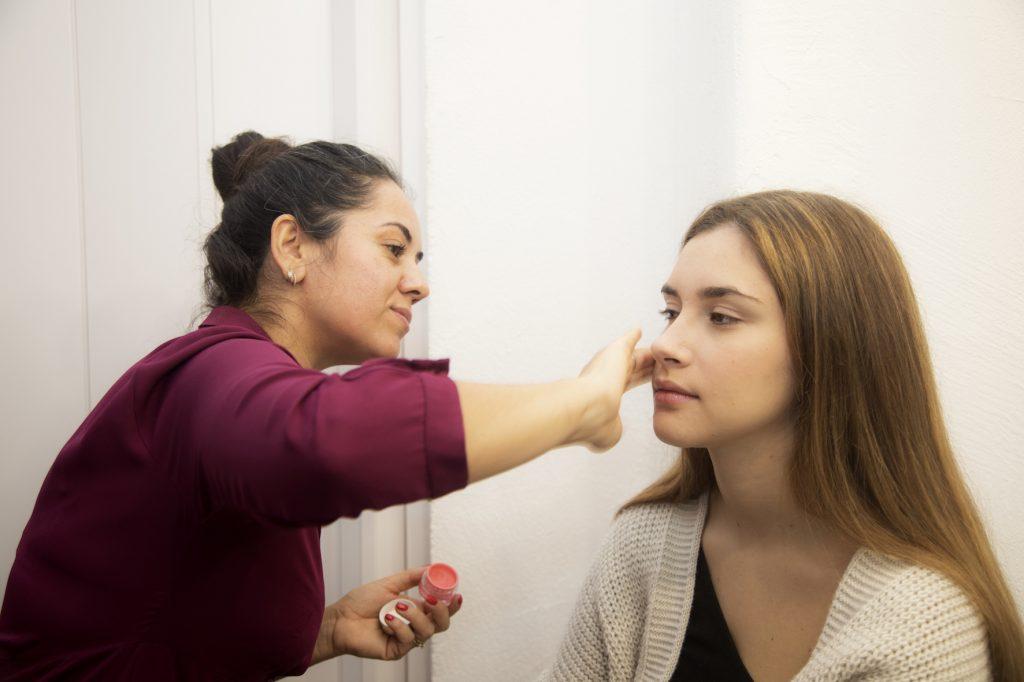 come applicare il blush in base alla forma del viso