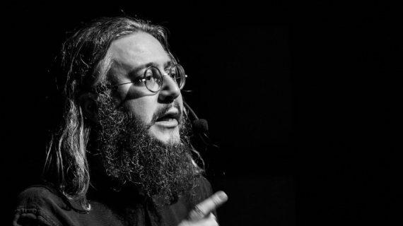 Il Poeta Parlante. Intervista a Roberto Mercadini