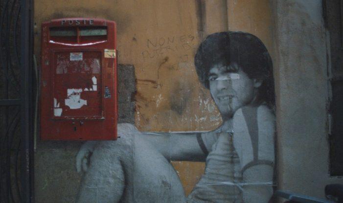 Ciao Diego! Il film Maradonapoli su Infinity ricorda l'amore folle tra Napoli e Maradona