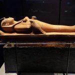 I riti funebri più strani al mondo dove la morte diventa una festa