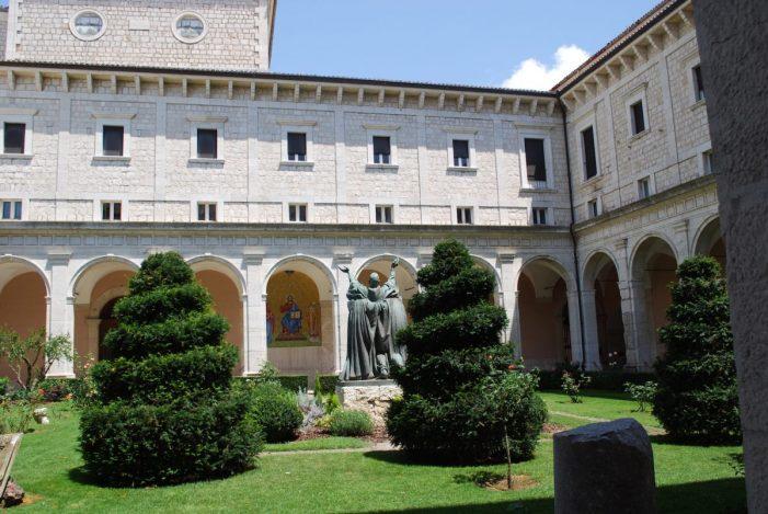 Un tour tra le più belle abbazie che abbiamo sul territorio italiano da Sant'Ambrogio in poi