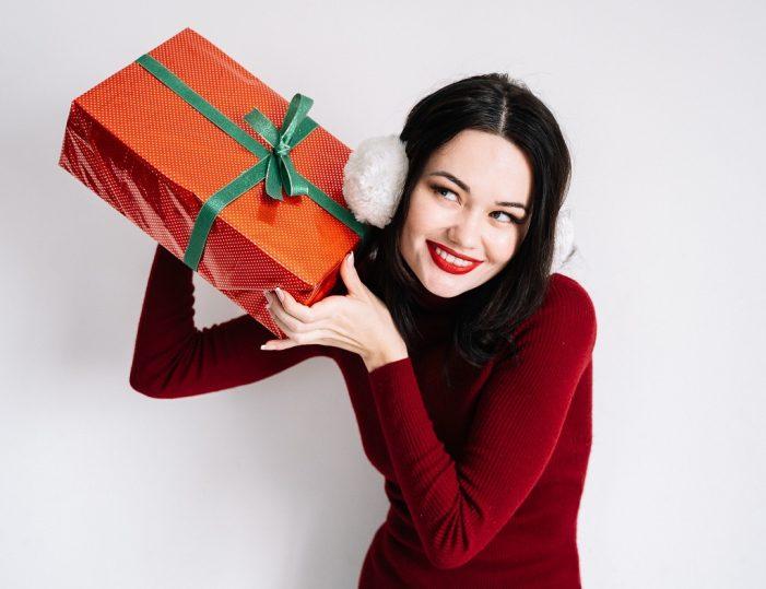 Canzoni sotto l'albero: i migliori brani da ascoltare durante le feste natalizie