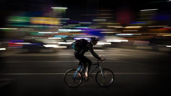 Le corse contro il tempo dei rider di Barcellona