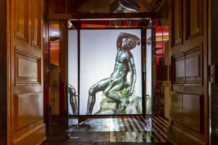 L'arte illumina il centro storico di Napoli: le fantastiche immagini al MANN e al MADRE