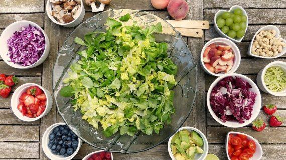 Vita Green: l'alimentazione vegetariana tra benefici, errori e impatto ambientale