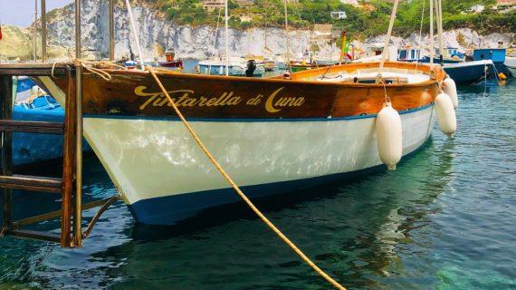 Viaggio a Ponza: un tour privato in barca alle Isole Pontine