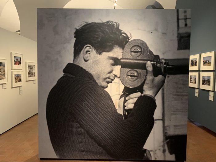 Un inedito Robert Capa in mostra, dai reportage di guerra ai ritratti dell'alta società