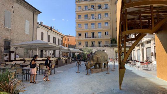 Il Fellini Museum di Rimini da sogno a realtà. E ad accogliervi c'è un rinoceronte gigante